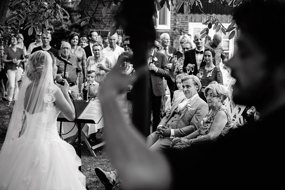 RUUDC Fotografie, fotograaf Ruud, bruidsfotograaf RUUDC, trouwfotograaf RUUDC, bruidsfotograaf Limburg, trouwfotograaf Limburg, beste bruidsfotograaf Limburg, beste trouwfotograaf Limburg, bruidsreportage Limburg, trouwreportage Limburg, Buitengoed de Gaard, trouwen buitengoed de Gaard, bruiloft Suzan Seegers, Suzan Seegers getrouwd, bruidsfotograaf buitengoed de Gaard, trouwfotografie met emotie, bruidsfotografie momenten, fearless photographers, ISPWP, best wedding photographer Overijssel, wedding photographer Netherlands, destination wedding photographer
