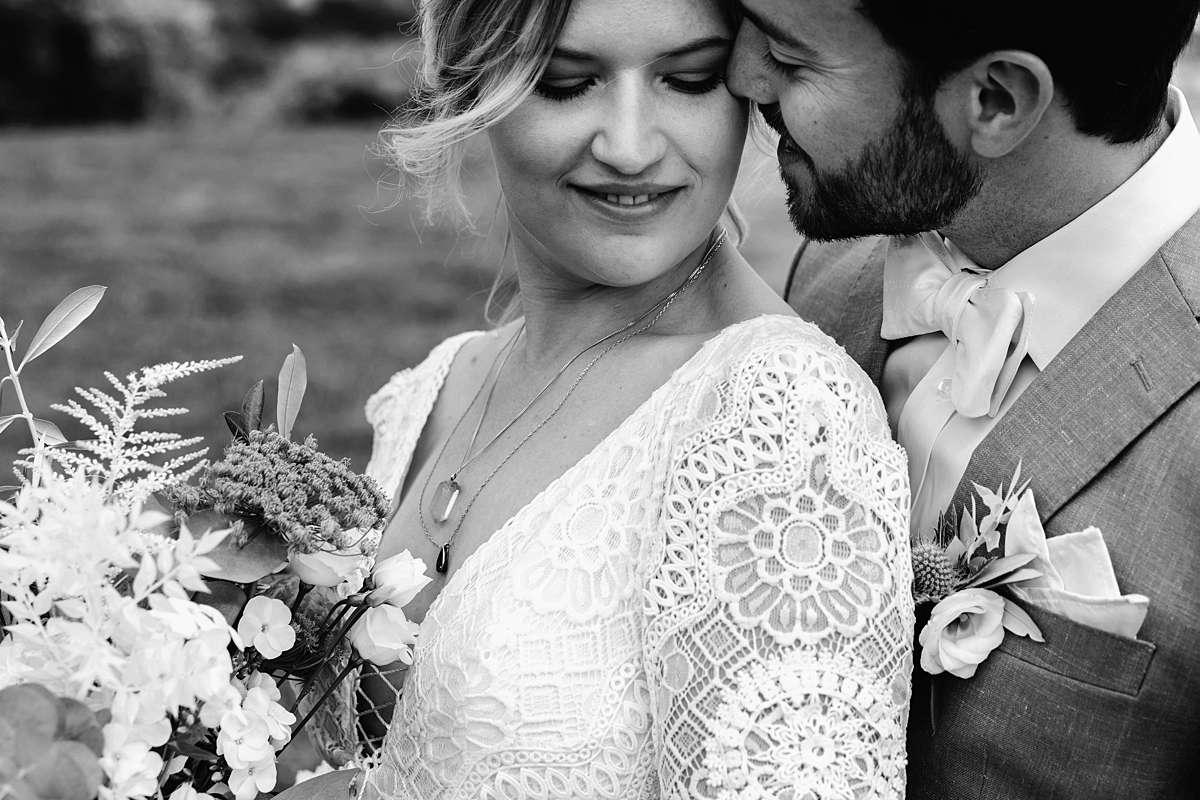 trouwfotograaf belgie, bohemian bruiloft, fotoshoot bruiloft, fotoshoot trouwen, fotoshoot buiten, fotoshoot met hond, trouwen in de ardennen, bruidsfotograaf ardennen