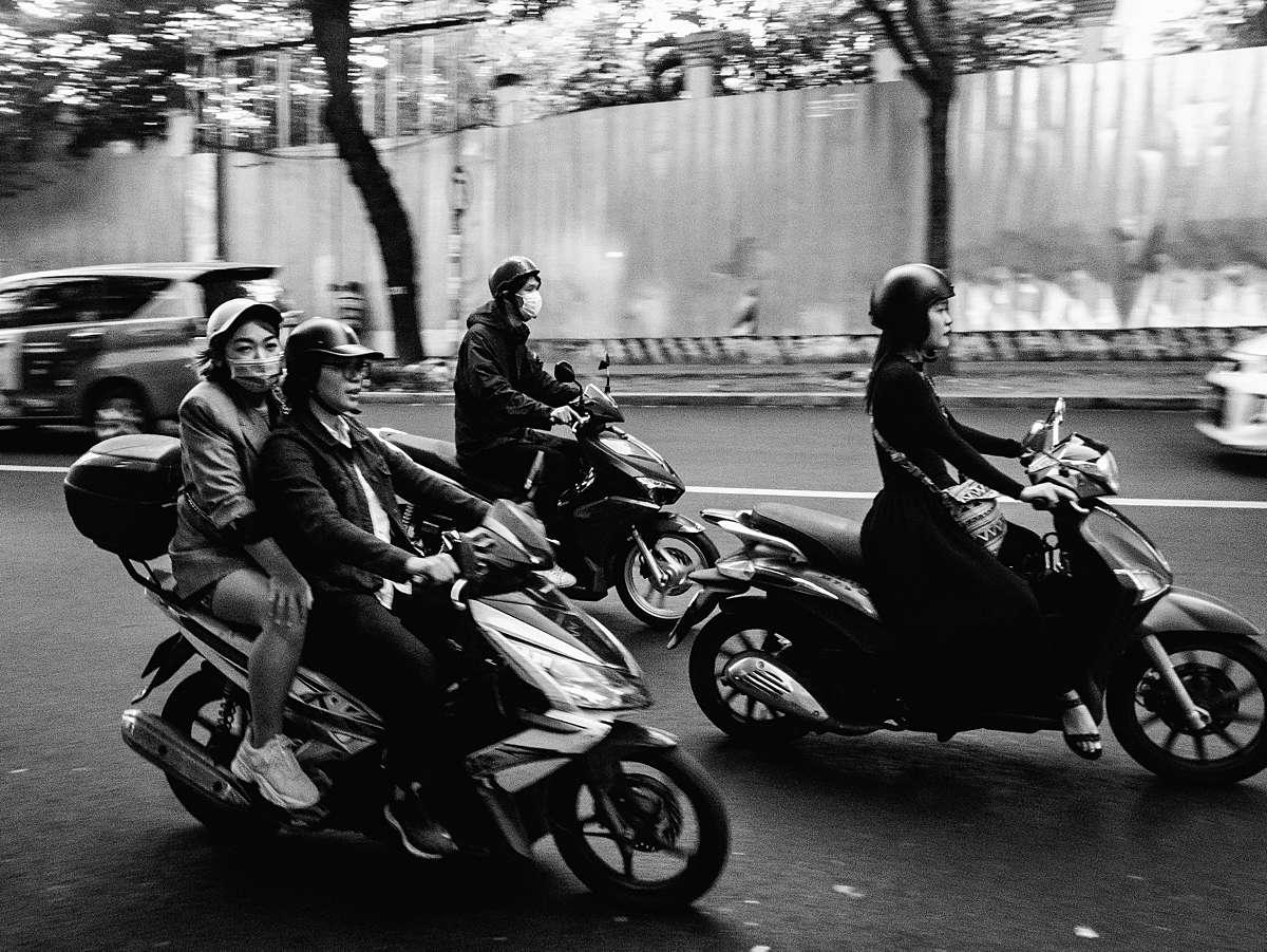 RUUDC Fotografie, reisfotografie, scooters in Ho Chi Minh stad, zwart-wit